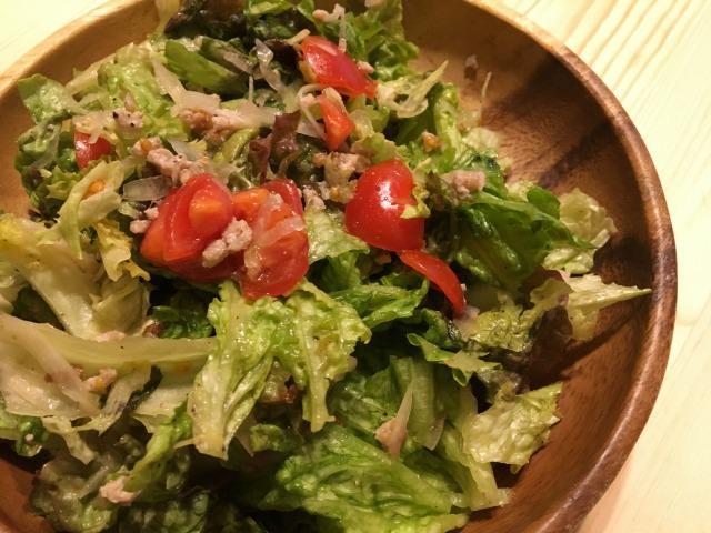 生レタスで作り置き2 トマトとひき肉の生レタスサラダ
