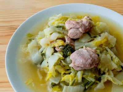 白菜と鶏もも肉の酒蒸し和風スープ