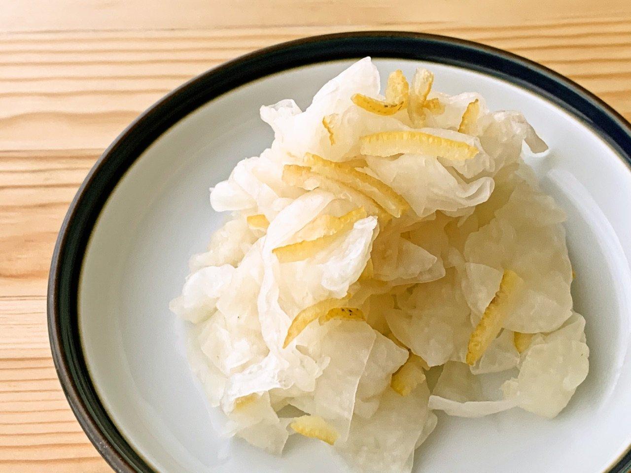 大根と柚子の皮の酢の物