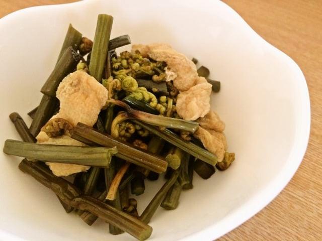わらびと薄揚げの煮物 わらびのアク抜きの方法もご紹介