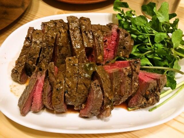 休日に作るローストビーフ 肉汁とソースの旨味を閉じ込めます