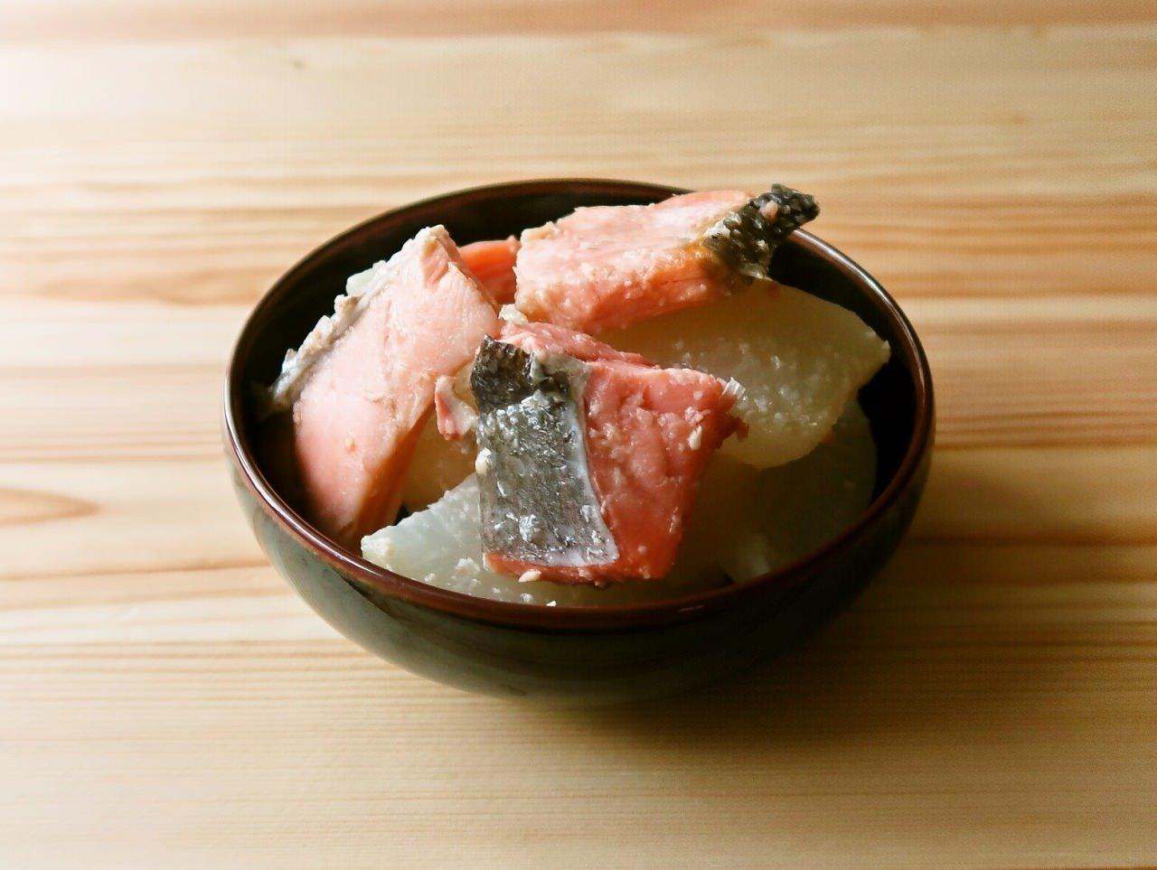 大根と塩鮭のガリバタ煮
