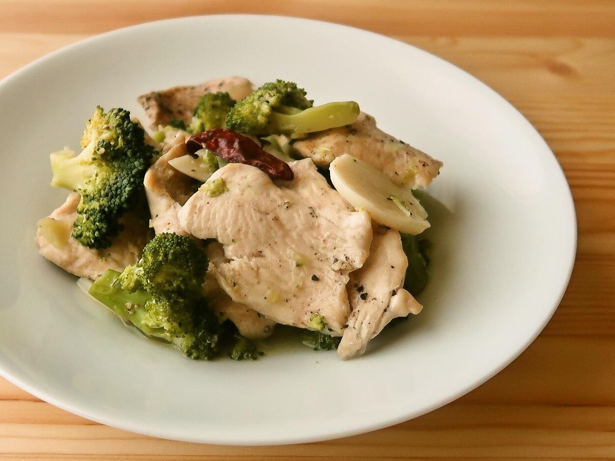 ブロッコリーと鶏むね肉の酒蒸し
