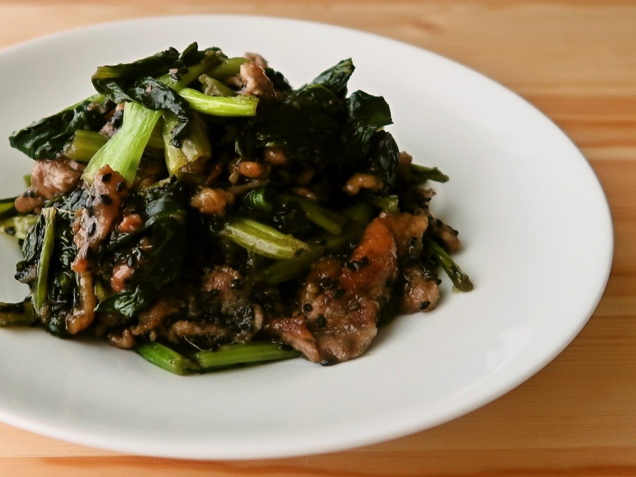 小松菜と豚肉の黒胡麻しょうが炒め