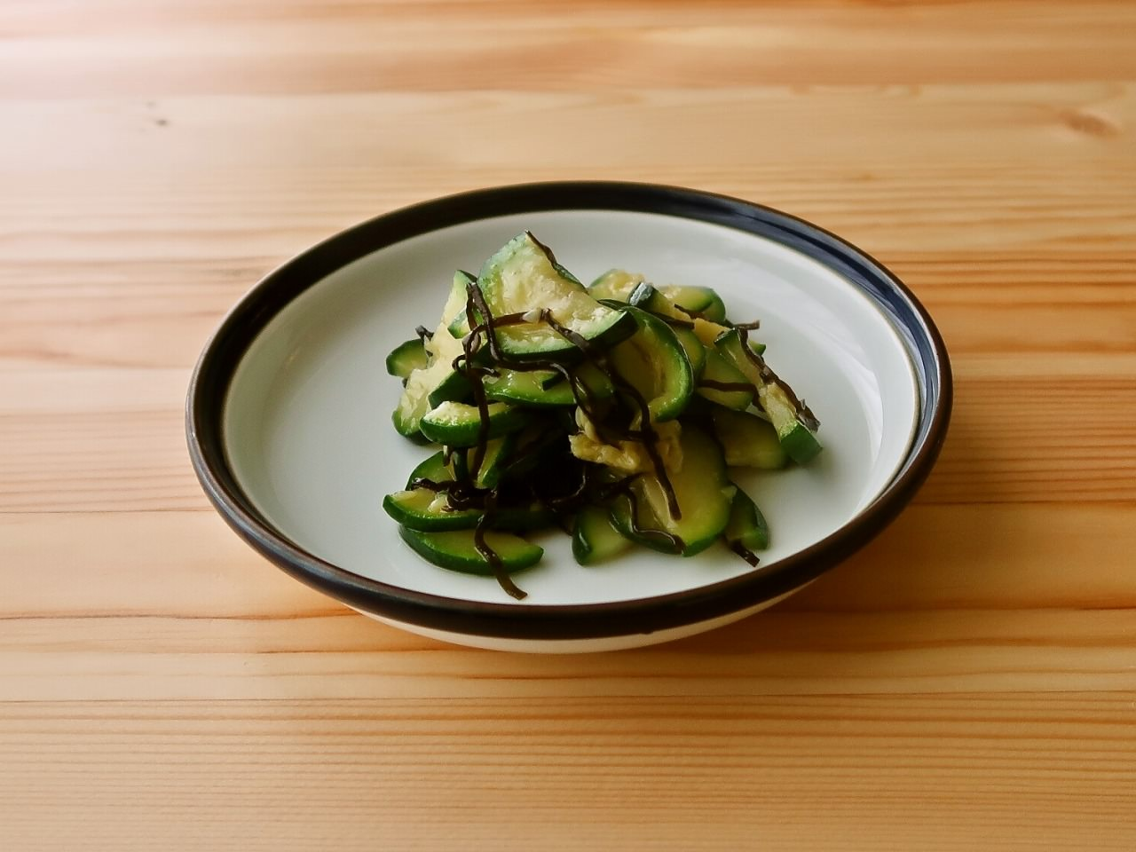 【野菜ひとつ】ズッキーニの塩昆布和え