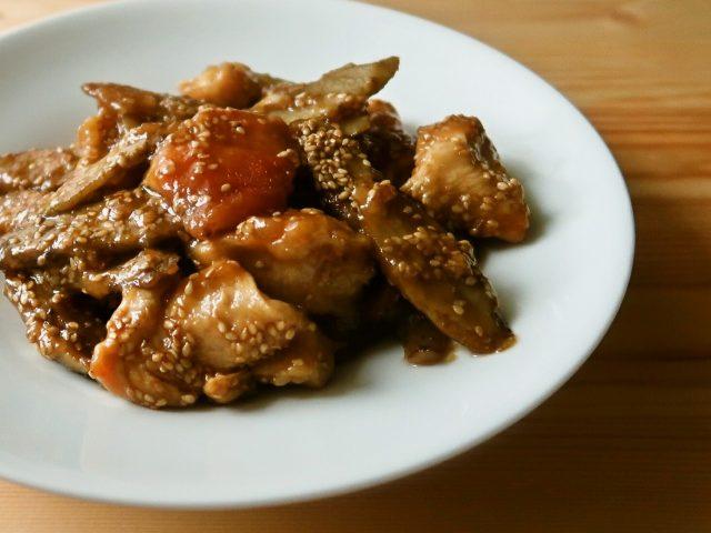 ごぼうと鶏むね肉の甘辛ごまがらめ