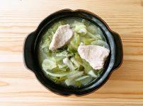 鶏むね肉とキャベツのコンソメスープ